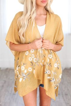 Yellow Spring Daisy Woven Kimono Floral Kimono, Kimono Top, Yellow Springs, Dress Collection, Types Of Sleeves, Spring Flowers, Relax Relax, Cover Up, Floral Prints