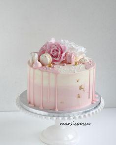 Marsispossu: Ristiäiskakkuja tyttövauvoille 29th Birthday Cakes, Birthday Drip Cake, Elegant Birthday Cakes, Birthday Cake For Mom, Beautiful Birthday Cakes, Sweet Cakes, Cute Cakes, Chocolate Strawberry Cake, Valentine Cake