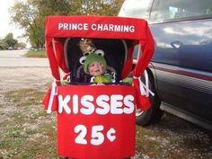 Frog Prince / Kissing Booth Stroller Costume -(when we have a baby boy) Costume Halloween, Stroller Halloween Costumes, Primer Halloween, Stroller Costume, Baby Halloween Costumes For Boys, Baby First Halloween, Boy Costumes, Costume Ideas, Frog Costume