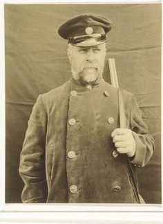 Portret van een jager of boswachter, Richard Tepe (toegeschreven aan), ca. 1900 - ca. 1930