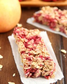 An easy recipe for healthy Chewy Raspberry Apple Granola Bars! Only 100 calories & clean-eating friendly! Protein Bar Recipes, Protein Snacks, Healthy Snacks, Protein Bars, High Protein, Healthy Recipes, Protein Waffles, Ideal Protein, Energy Snacks