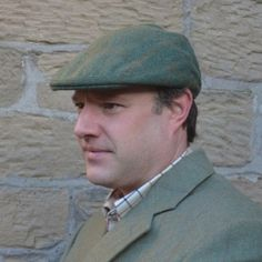 Hunters Tweed Golspie Cap In Green Tweed Flat cap with deep back and crown Finished in the traditional way with Hessian interlining and hand-sewn