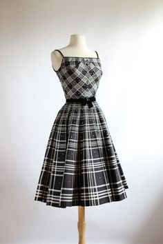Amazing Plaid Party Dress Vintage by xtabayvintage Moda Vintage, Vintage Wear, Vintage Looks, Vintage Dresses, Vintage Outfits, Vintage Clothing, Pretty Outfits, Beautiful Outfits, Cute Outfits