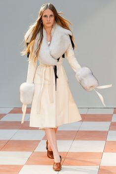 Céline Fall 2015 Ready-to-Wear - Collection - Gallery - Style.com  http://www.style.com/slideshows/fashion-shows/fall-2015-ready-to-wear/celine/collection/14