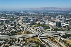 """Por qué Silicon Valley seguirá dominando la economía de la tecnología - *El éxito genera éxito. Un importante reporte que está siendo preparado por el Proyecto de Competitividad e Innovación de Silicon Valley descubrió que el dominio de la región aún es decisivo y sigue creciendo. Silicon Valley necesita un """"alcalde"""" de facto, la persona que represente sus amplios intereses, y no los de una empresa, industria o grupo en particular. WSJ"""