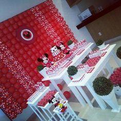Mesa completa com doces e personalizados, Não inclui balões. R$ 1.180,00