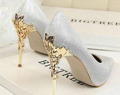 High Heels Gold, Sexy High Heels, White Heels, Women's Pumps, Pump Shoes, Women's Shoes, Gold Shoes, Talons Sexy, Prom Heels