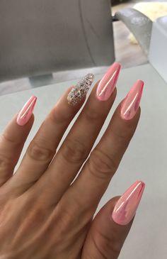 Nails gold 10 Elegant Rose Gold Nail Designs That You Should Try Coral Nails, Rose Gold Nails, Glitter Nails, Funky Nails, Cute Nails, Stylish Nails, Trendy Nails, Coffin Nails, Gel Nails