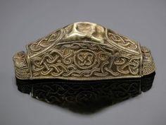 Pomo de espada de plata decorada con filigrana de oro del de 'The Staffordshire Hoard' (el botín de los reyes de Mercia). Cultura germánica anglosajona. ¿Primera mitad del siglo VII?K554