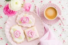 Three decorated and garnished floral sugar cookies on a plate with ranunculus flowers and a cup of coffee Cake Cookies, Sugar Cookies, Cupcakes, Princess Tea Party, Princess Anna, Ranunculus Flowers, Vintage Tea, High Tea, Cookie Decorating