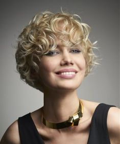Short Curly Hairstyles 2018 39