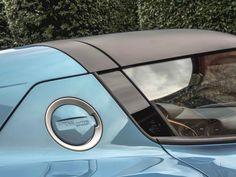 Alfa Romeo Disco Volante Spyder (2016). Per questa vettura, Opac ha progettato e realizzato il tettuccio hard-top, prodotto completamente in fibra di carbonio.  La Disco Volante edizione 2016 riprende l'impostazione stilistica della famosa Alfa Romeo C52, la Disco Volante originale. La base tecnica è ricavata da una Alfa Romeo 8C Competizione Spider, mentre il propulsore è un V8 4.7 litri di derivazione Maserati, accreditato di una potenza di 450 Cv.