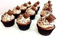 Kinder cupcakes Sweet And Salty, Mini Cupcakes, Sweet Tooth, Cheesecake, Food And Drink, Sweets, Cookies, Baking, Desserts