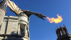 Complete Guide to Harry Potter and the Escape from Gringotts, a Harry Potter themed ride in Diagon Alley in Universal Studios Florida. Universal Studios Rides, Universal Studios Florida, Diagon Alley, Profile Pictures, Statue Of Liberty, Orlando, Harry Potter, Fan, Tips