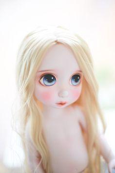 라푼젤 미백 니니예요!>< 식모랑 염색이랑 한참 고민하고 있었는데 결국 염색으로 맘을 굳혔어요//ㅁ...