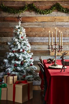 These beautfiul decorations from the @sainsburys home range got us dreamy about Christmas