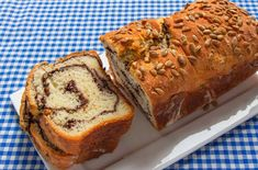 Sabah kahvaltılarınıza bambaşka bir lezzet katacakYoğurmadan Hazırlanan Zeytinli Ekmek Tarifi, sayfamızda seyirlerinize hazırdır. Hamuru yoğurmadan çok kolay hazırlanan ekmeği, arzu ederseniz sade olarak da hazırlayabilirsiniz. Zeytin ezmesi ve ay …