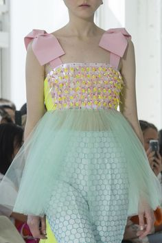 Delpozo at New York Fashion Week Spring 2018 - Details Runway Photos Source by msshamo dresses runway Couture Mode, Couture Fashion, Runway Fashion, Fashion Show, Spring Fashion, Pastel Fashion, Quirky Fashion, Wedding Dress Backs, Gown Wedding
