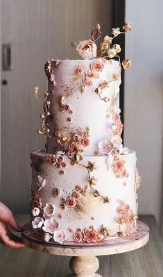 The most beautiful wedding cakes that will have your wedding guests' attention! 22 The most beautiful wedding cakes with floral – wedding cake ideas wedding cake with flowers – Cupcake Pretty Wedding Cakes, Black Wedding Cakes, Floral Wedding Cakes, Wedding Cake Rustic, Wedding Cakes With Flowers, Wedding Cake Designs, Indian Wedding Cakes, Rustic Cake, Flower Cakes