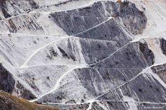 A metà strada tra Fosdinovo e Carrara, da Campocecina lo spettacolo delle cave di marmo apuano.   ================================== The breathtaking spectacle of the Apuan Marble quarries, from the Campocecina Panorama, between Carrara and Fosdinovo ================================== Uno scatto di Michele Lattanzi, dal taglio coraggioso, la composizione rigorosa con quel convincente gioco di linee e geometrie. Una visione insolita ed efficace del paesaggio apuano.