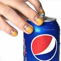 False nails have the advantage of offering a manicure worthy of the most advanced backstage and to hold longer than a simple nail polish. The problem is how to remove them without damaging your nails. Get Nails, How To Do Nails, Hair And Nails, Manicure, Korean Nails, Nailart, Minimalist Nails, Nail Polish Strips, Polish Nails