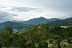 The hills of central Nepal trueworldtravels.com