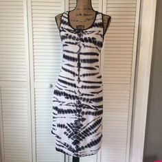 """Racerback Midi Tank Dress Fun abstract design Racerback midi tank dress. Worn twice and in excellent used condition. Measures approximately: 17.5"""" bust, 41"""" length (front), 43"""" length (back) Mossimo Supply Co. Dresses Midi"""