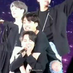 We love you too, Jimin! Please, don't cry😢💜❤ aesthetic gif BTS Jimin cried ; Jimin Jungkook, Bts Taehyung, Bts Bangtan Boy, Foto Bts, Bts Photo, Kpop Gifs, Die Beatles, Bts Funny Videos, Les Bts