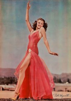"""- Rita Hayworth para """"Desde Aquel Beso"""" (You'll. Vintage Hollywood, Old Hollywood Glamour, Golden Age Of Hollywood, Vintage Glamour, Classic Hollywood, Lana Turner, Will Turner, Hollywood Studios, Hollywood Icons"""