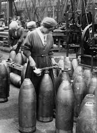 women munitions factory workers