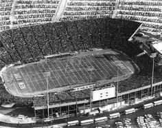 1961 NFL Championship Game Aerial of Lambeau Field Green Bay Packers History, Green Bay Packers Fans, Nfl Championships, Championship Game, Packers Football, Football Stadiums, Sport Park, Sports Stadium, Wisconsin
