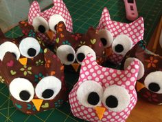 Busy Kitchen Mum: Craft - Mini Heat Pack Owls.  I would love to make these but as dinosaur shapes for my boys.