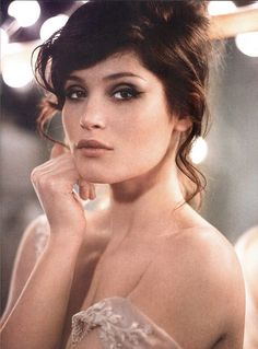"Gemma Arterton. SD hair: lots of volume, but soft. Not wispy or ""air-dryed"" (which bodes ill for some of us who are lazy, unfortunately!)"