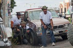 Autodefensas se enfrentan con Caballeros Templarios en Nueva Italia, Michoacán. Foto: Miguel Dimayuga - #Autodefensas #Michocán #México #FaustoVallejo #Vallejo