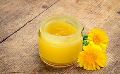 Commonly called the pot marigold, calendula has been used for centuries as a healing oil, tonic and so much more. If you're growing calendula in your backyard, but don't know how to harness its fantastic powers, why not whip up a batch of nourishing calen Organic Skin Care, Natural Skin Care, Huile Anti Ride, Coconut Oil Moisturizer, Salve Recipes, Calendula Oil, Healing Oils, Wound Healing, Natural Beauty Products