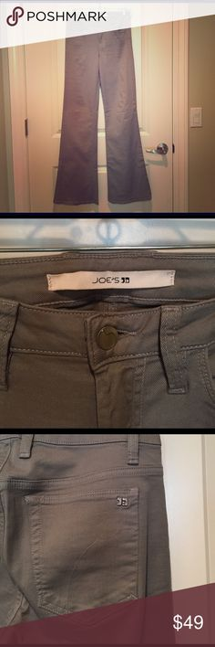 """Joe's Jeans jeans These grey wide-leg flares are perfect to pull off the 70s trend that's all over the runway this season. They are fitted through the hips and upper thighs and then flare out nicely. The fabric is lightweight with a lot of stretch, so accommodates curves really well. Length rom waist to cuff is 43.5"""". Rise measures 11.5"""". Joe's Jeans Jeans Flare & Wide Leg"""