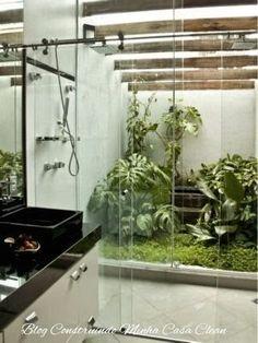 Banheiro com jardim de inverno
