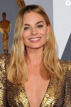 """Margot Robbie La beauté Margot Robbie, révélé par """"Le loup de Wall Street"""" mise sur une coiffure et un make up naturel. On la croirait revenir de la plage !"""