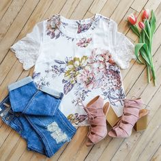 Lace sleeves + floral print = automatic 'yes' in our books!  #uoionline