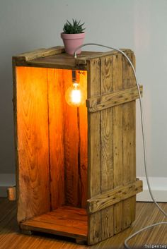 DIY lamp homemade: From an old wooden box, a la .- DIY Lampe selbstgemacht: Aus einer alten Holzkiste, einer Lampenfassung und eine… DIY lamp homemade: From an old wooden box, a lamp holder and a textile cable. Decor, Furniture, Interior, Lamp, Home Decor, Wood Diy, Diy Lamp, Woodworking Projects, Old Wooden Boxes