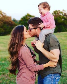 """Click the link in my bio to see our """"Seewald Family photo album on our website! So many milestones this week for our little family! Nov and I celebrate our anniversary, Nov baby – My World Summer Family Pictures, Family Photos With Baby, Family Of 3, Family Picture Poses, Outdoor Family Photos, Family Picture Outfits, Fall Family Photos, Family Photo Sessions, Family Posing"""