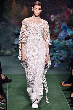 Fendi, Haute Couture Paris, White Elegance, Casual Chic, Lace Skirt, Ideias Fashion, Fashion Show, Runway, Elegant