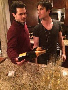 Ian Somerhalder - 23/01/14 - Yep. Enzo and Damon celebratin'. #tvd http://pic.twitter.com/PajYYxPy2Z - Twitter & Instagram Pictures