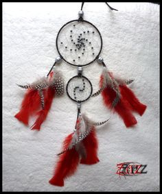 Dreamcatcher with hematite beads https://www.facebook.com/pages/Des-Noeuds-et-des-Pierres/598136326891842