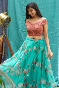 Party Wear Indian Dresses, Dress Indian Style, Indian Fashion Dresses, Indian Designer Outfits, Lengha Blouse Designs, Fancy Blouse Designs, Skirt Blouse Design, Crop Top Designs, Long Gown Dress