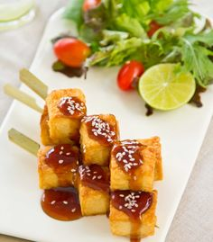 Yrttimarinoidut tofuvartaat Plant Based Whole Foods, Plant Based Recipes, Deep Fried Tofu, Whole Food Recipes, Healthy Recipes, Organic Brown Rice, Barbeque Sauce, Roasted Vegetables, Recipe Using