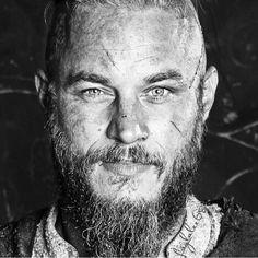 """Gefällt 899 Mal, 21 Kommentare - Vikings (@vikings.ar9) auf Instagram: """"عندما اراد الجميع موتك -انا ابقيتك حيًا وهكذا ترد على محبتي لك. - - -  #bjorn #björn…"""""""