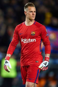 Ter Stegen of Barcelona looks on during the UEFA Champions League Quarter Final Leg One match between FC Barcelona and AS Roma at Camp Nou on April 2018 in Barcelona, Spain. Erstklassige Nachrichtenbilder in hoher Auflösung bei Getty Images Fc Barcelona, Barcelona Soccer, Best Football Players, Soccer Players, Football Hairstyles, Germany National Football Team, Cr7 Junior, Cristiano Ronaldo Lionel Messi, Sports Celebrities