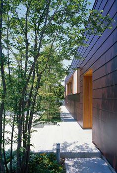 八島建築設計事務所|Yashima architect and associates | 辻堂の家 / Tsujido house Privacy Landscaping, Facade, Exterior, House Design, Urban, Landscape, Architecture, Outdoor Decor, Garden