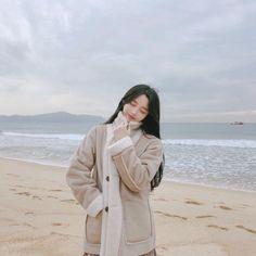 Korean Beauty Girls, Pretty Korean Girls, Cute Korean Girl, Mode Ulzzang, Ulzzang Korean Girl, Girl Korea, Asia Girl, Girl Photo Poses, Girl Photos
